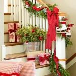 christmas-staircase-garland1-3.jpg