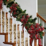 christmas-staircase-garland2-2.jpg