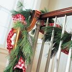 christmas-staircase-garland2-4.jpg