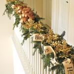 christmas-staircase-garland3-2.jpg