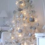 color-decor-to-white-christmas-tree2-1
