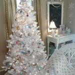 color-decor-to-white-christmas-tree3-3