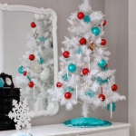 color-decor-to-white-christmas-tree4-4