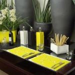 combo-black-white-yellow-kitchen12.jpg