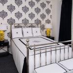 combo-black-white-yellow-bedroom8.jpg