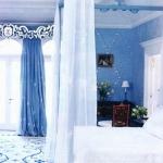 combo-blue-n-white-in-bedroom11.jpg