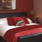 combo-red-black-white-bedroom2.jpg