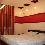 combo-red-black-white-bedroom3.jpg