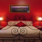 combo-red-black-white-bedroom5.jpg
