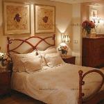tan-shades-in-bedroom2.jpg