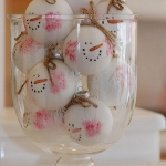 creative-decor-from-christmas-balls1-3