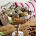creative-decor-from-christmas-balls2-6