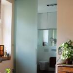 creative-small-loft-in-prague-50-sqm-bath1