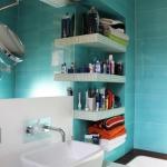 creative-small-loft-in-prague-50-sqm-bath2