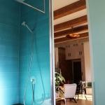 creative-small-loft-in-prague-50-sqm-bath3