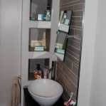 creative-storage-in-bathroom-niche22.jpg