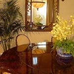 decorate-diningroom-1level-flowers1.jpg