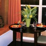 decorate-diningroom-1level-flowers5.jpg
