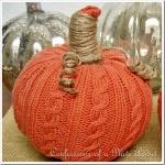 diy-easy-no-sew-pumpkin-made-of-clothes2-3