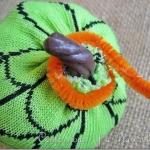 diy-easy-no-sew-pumpkin-made-of-clothes3-3