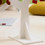 diy-tree-clothing-racks-in-kidsroom2-4.jpg