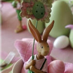 easter-rose-and-green-table-setting-bunnies1.jpg