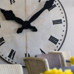 extra-large-oversized-clocks-interior-ideas-in-rooms2-3.jpg