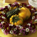 fall-table-setting-in-harvest-theme-centerpiece1.jpg