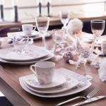 fashionable-table-set-for-xmas-snowfall3.jpg
