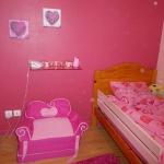 french-kidsroom-in-bright-color6-1.jpg