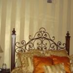 golden-trend-decorating-bedroom-wall6.jpg