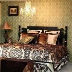 golden-trend-decorating-in-bedroom3.jpg