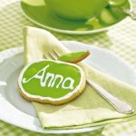 green-apple-fan-theme-on-plates1.jpg