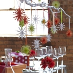 hanging-ny-decor-over-table17.jpg
