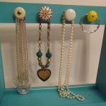 how-to-organize-jewelry-on-wall18.jpg