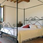 italian-traditional-bedrooms-details1-6.jpg