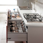 kitchen-storage-solutions-pull-out2-2.jpg
