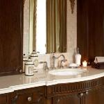 master-luxury-details-phyllis-bathroom3.jpg