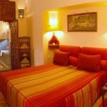 moroccan-theme-in-bedroom1-3.jpg