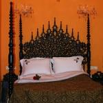 moroccan-theme-in-bedroom1-6.jpg