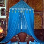 moroccan-theme-in-bedroom2-6.jpg