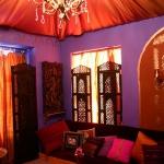 moroccan-theme-in-bedroom3-4.jpg