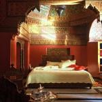 moroccan-theme-in-bedroom3-9.jpg