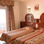moroccan-theme-in-bedroom4-10.jpg