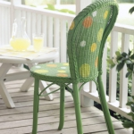 painting-on-wicker-patio-furniture-chair3.jpg