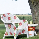 painting-on-wicker-patio-furniture-chair7.jpg