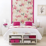 quick-accent-in-bedroom-wall-near-headboard1.jpg