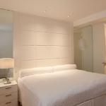 quick-accent-in-bedroom-wall-near-headboard11.jpg