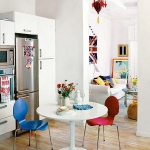 rainbow-accents-in-spanish-apartments1-5.jpg