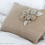 recycled-sweater-pillows-decorating1-5.jpg